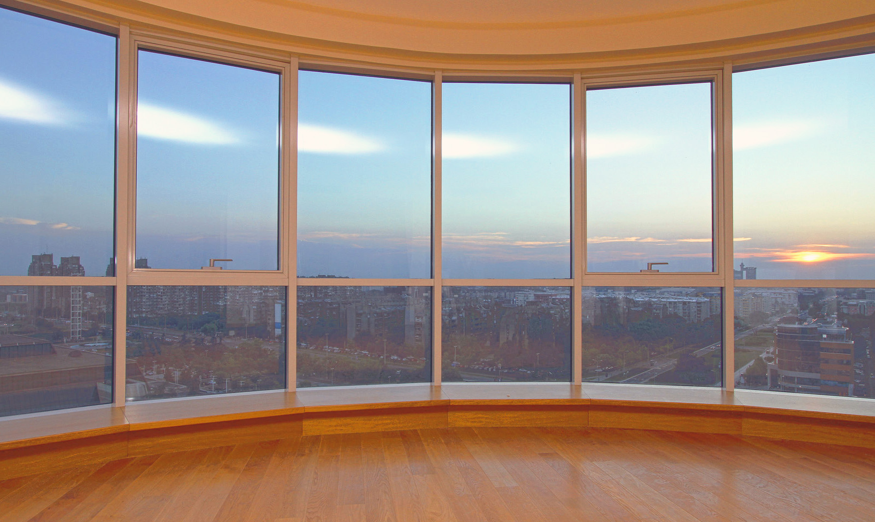 """Панорамное остекление - """"с балконом""""."""