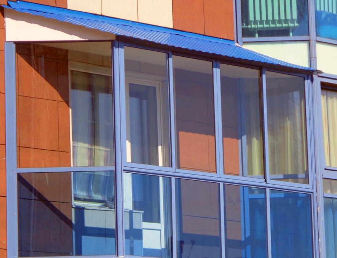 """Фасадное остекление - """"с балконом""""."""